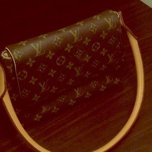 Louis Vuitton mini looping